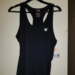 Oanvändt träning linne i storlek L men passar M
