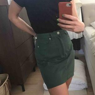 Knappt använd kjol från monki pga fel storlek