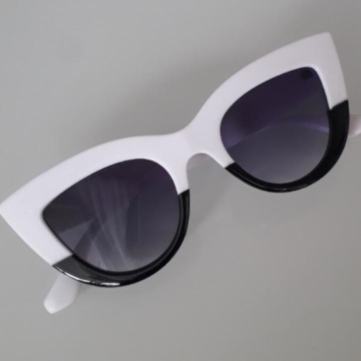 Unika dippade cateyebrillor i svart och vitt!❤ Frakt: 9kr TOTAL: 119:-. Accessoarer.