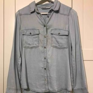 Röd vit randig skjorta från Zara - Zara Skjortor - Second Hand e4f4b9fc39c0d