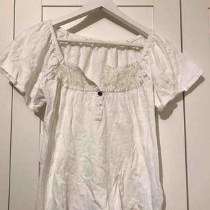 Vit T-shirt med spets från Odd Molly