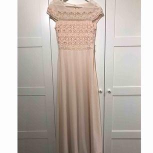 Ljus rosa/peach färgad balklänning. 400+frakt