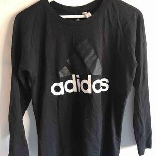 Tröja från Adidas, använd endast ett par gånger. Köpare står för frakt (frimärken) ✨
