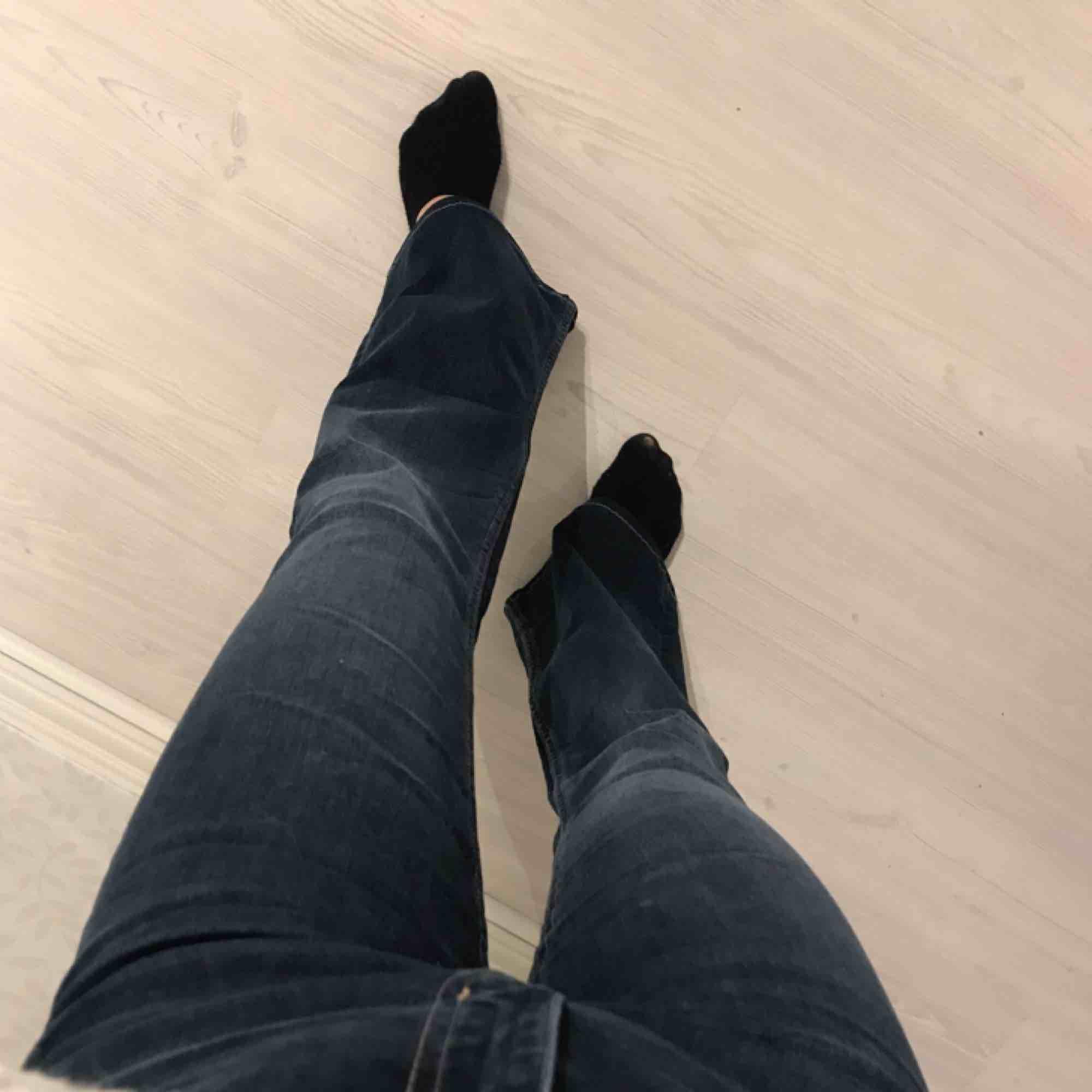 """Knappt använda blåa flare/bootcut jeans från Crocker i modellen """"POW FLARE"""" 🤩 storlek 27/33 men är uppsydda på längden för mig som är 158 cm!   Frakt på 55 kr tillkommer. Jeans & Byxor."""