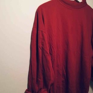 Röd polotröja från second hand 🌸 frakt på 20kr tillkommer 🌸