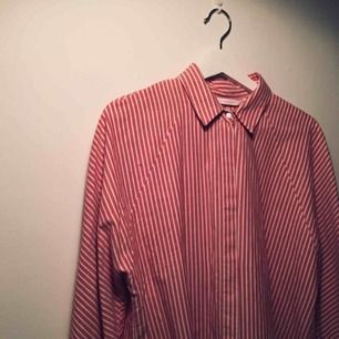 Vårfin oversize skjorta från Zara. I nyskick 🌸 frakt tillkommer på 20kr 🌸