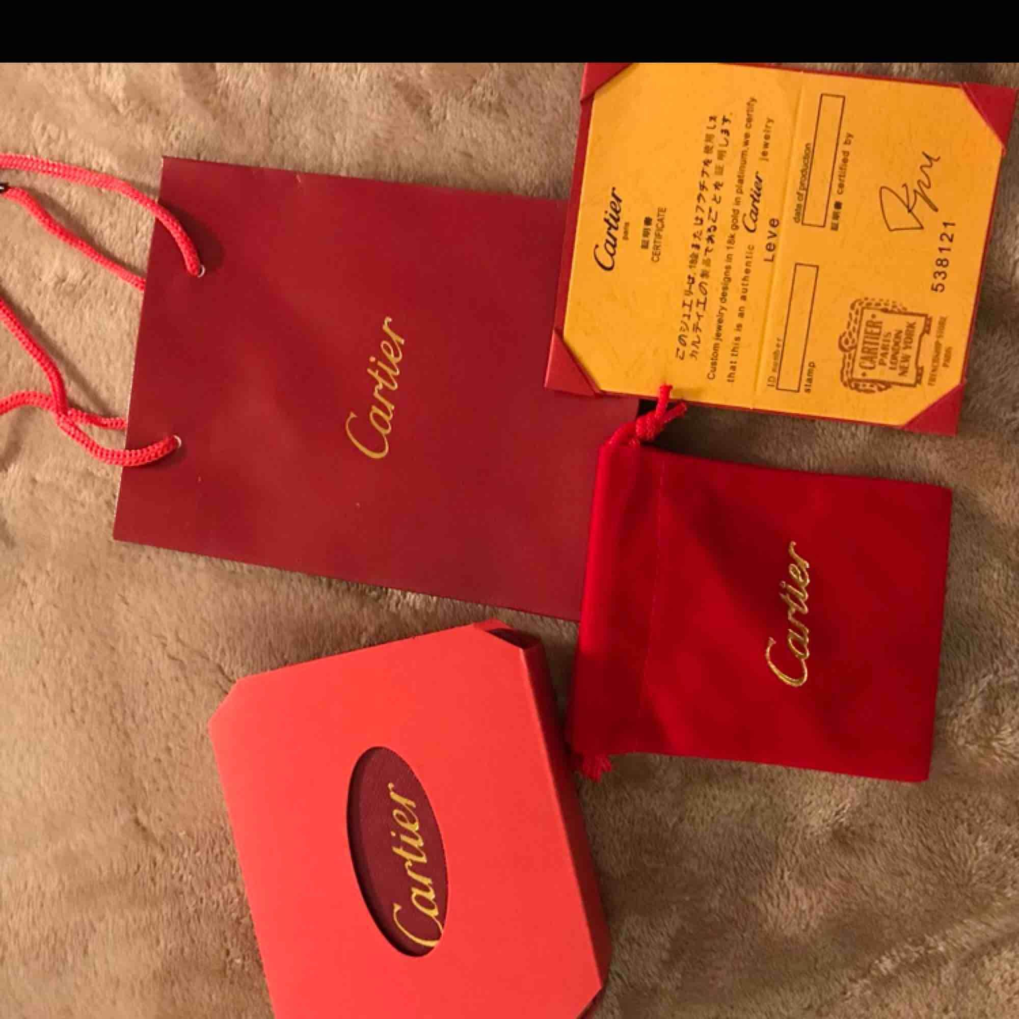 Cartier armband 350kr + tullavgift ca (60-100kr) (verkliga bilder) 🌹 följ min instagram:luxuryfashion166. Accessoarer.