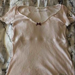 Odd Molly t-skirt säljer pågrund av att jag aldrig använder den, nästan aldrig använd ,hämtas i Kumla eller frakt men köparen står då för frakten.
