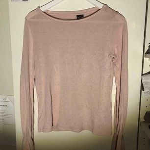 Söt topp i rosa från GinaTricot, i storlek XS. Inköpt förra året. Kan skickas eller mötas upp i Stockholm!