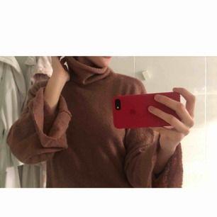 MYSIG tröja med stora ärmar och polohals. Köpt från na-kd! Perfekt till det kalla vädret eller till sommarkvällar!