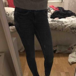 Jeans från Gina Tricot ,betalning via swish, hämtas i Kumla eller frakt men då står köparen för frakten.