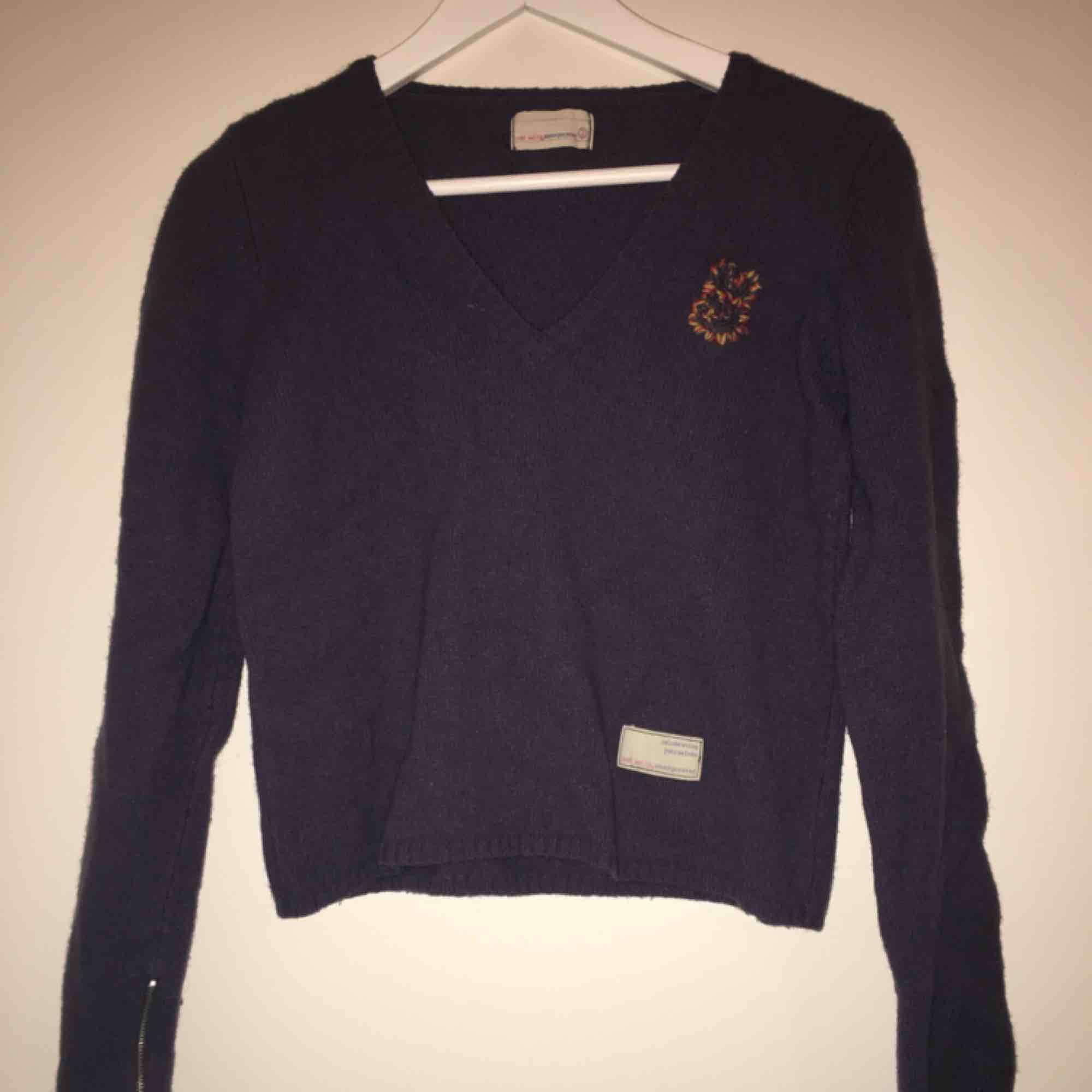 Fin odd molly tröja som sölja då den inte används. Frakt ingår inte i priset. . Tröjor & Koftor.