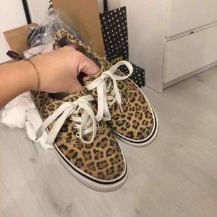 Fina sneakers från h&m. Köparen står för frakt