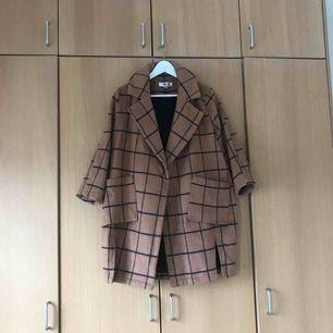 Rutmönstrad kappa köpt i NYC förra hösten