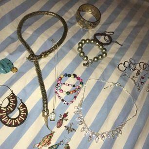Alla smycken för 290kr!! Nypris över 2500kr Vissa örhängen är udda och vissa par Paketpris kan ordnas vid köp av fler av mina saker
