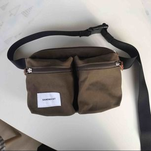 Säljer en superfin magväska / fannypack från Sandqvist i en  olivgrön färg! Köpt i butik för 700 kr. Fråga gärna om du undrar något :)