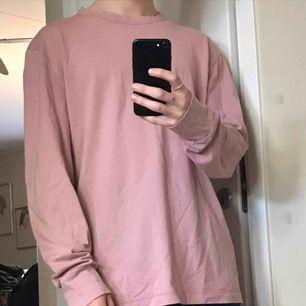 Superskön tröja med luftig pasform.