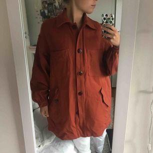 Sparsamt använd kappa från H&M. Nypris 599:-
