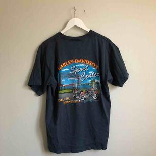 Jättefin vintage Harley Davidsson tröja, köpt på beyond retro men aldrig använd. Samma skick som vid köpet.  Kan mötas upp i Göteborg eller skicka. Köparen står för frakt.