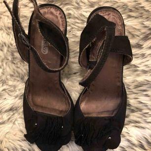 Högklackade skor från Dinsko - 150 kr inkl. frakt - storlek 36 - nypris 399kr