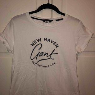 Skit snygg och skön Gant t-shirt, säljer pågrund av att jag ej använder den längre. Köparen står för frakten😊