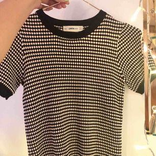 Helt NY tröja från zara i fint mönster!