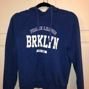 Skit snygg och skön hoodie från Gina, säljer pågrund av att jag ej använder den längre. Köparen står för frakten