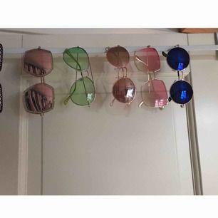Solbrillor som finns kvar 😎 är du deras nya ägare?🙏🏼 50:-/St & frakten ingår 😻✨