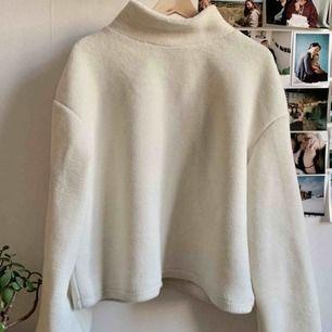 Mysigaste tröjan! Så varm också. I sånt gosigt fleece/teddymaterial.