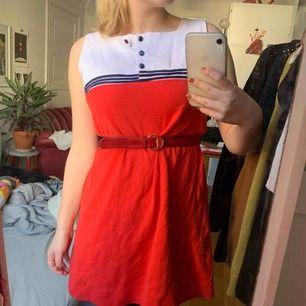 Unik 60-talig klänning!! Så fin. Tror den är hemmasydd (köpt second hand), men är liksom en ordentlig klänning med foder osv.