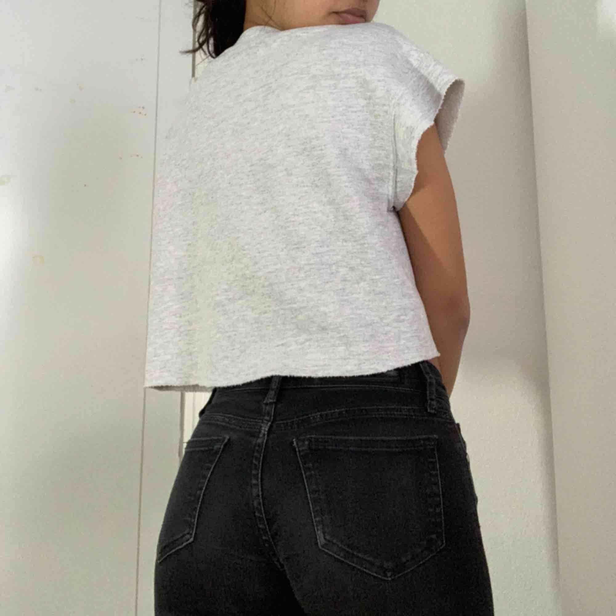 👅grå tröja från UO vintage👅 . Huvtröjor & Träningströjor.