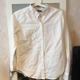 En fin och enkel vit skjorta från Lindex Aldrig använd!