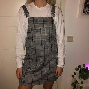 Skitball klänning i storlek 36, pris är inklusive frakt!