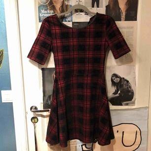 Fin rutig klänning. Knappt använd