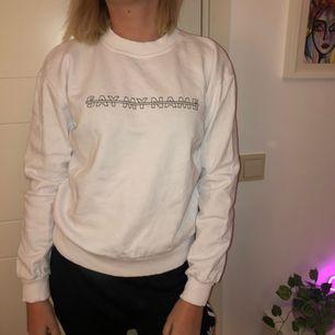 Helt ny sweatshirt från NA-KD, supersnygg!