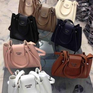 Nya väskor olika färger inte äkta men jätte bra kvalite!