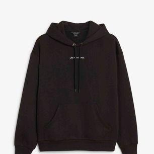 Söker denna hoodie från monki. Skriv om ni har :)