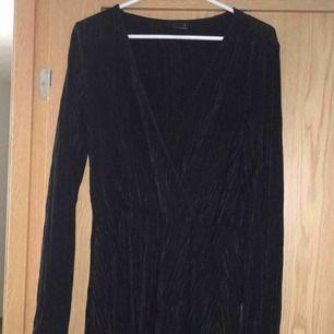 Super fin klänning som passar till alla tillfällen. 150kr med frakt! 👍 Relativt ny och bara använd 1-2 ggr.
