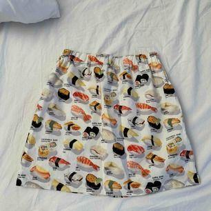 Sushi kjol. Använd 1 gång. Storlek XS-S  Möter upp i Nyköping eller Stockholm, annars står köparen för frakt