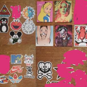 Stickers 10-15:- st! Frakt 9:- Köp fler och få rabatt. Kolla gärna mina övriga annonser och bara skriv vid frågor! (märkena är mellan 5-8cm ca)