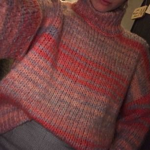 Jättefin stickad tröja från asos. Den är knappt använd men skriv om ni vill ha mer info 👍🏼👍🏼👍🏼