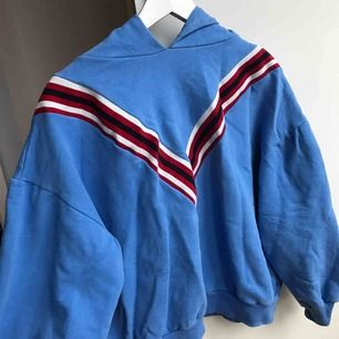 En hoodie ifrån Zara, jätte fint skick.  Frakt - 79kr