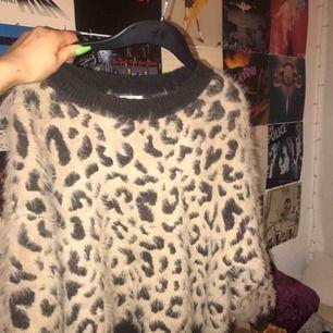 Leopard tröja från hm. Suuupper mysig & oversized!!