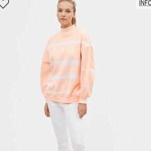 Helt ny superfin tröja från Bershka Storlek XS då de är stora i storlekarna. Funkar perfekt till någon som är S också. Frakt 39:-.