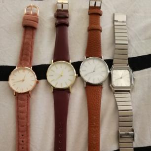 Jätte fina klockor från New yorker. Köpte de för någon månad sedan. Så gott som nya! Ny pris 169 kr/ st. SÄLJES för 80 kr/ st eller alla fyra för 250 kr