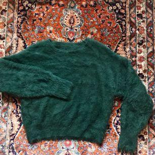 Jättemjuk och mysig mörkgrön tröja från bikbok, använd endast ett fåtal gånger  Fri frakt💌