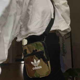 Adidas väska
