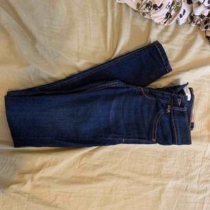 Pris kan diskuteras. Använda och tvättade 1 gång Gina tricot, Alex modell XS. Samma modell som Molly fast låg midja
