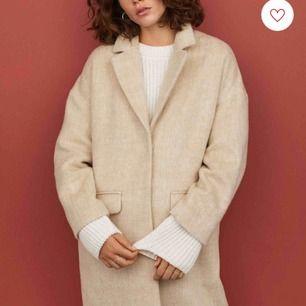Lång kappa från H&M Köptes 1 månad sedan, fint skick