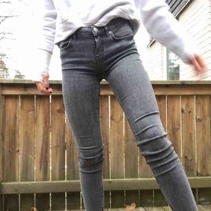 Gråa jeans från Zara storlek 34 jättefint skick
